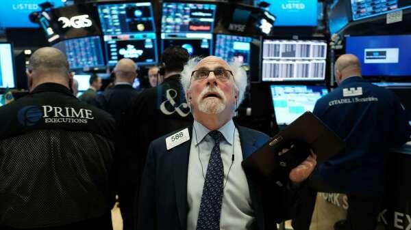 沒有V型復甦!美股強彈下 仍有分析師示警將再跌20%  (圖片:AFP)