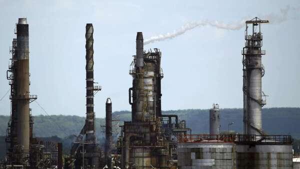 埃克森美孚大砍資本支出30% 累計全球油商已砍380億美元 (圖:AFP)