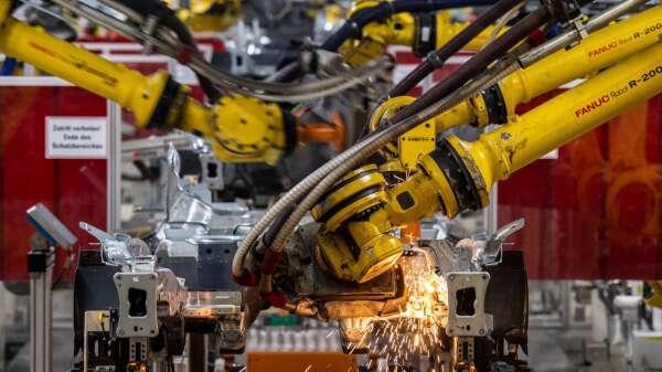 日本2月核心機械訂單月增2.3% 大幅優於市場預期 (圖片:AFP)