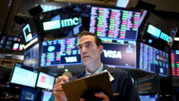 高盛:美股強勁復甦前 仍將面臨一波下跌 (圖片:AFP)
