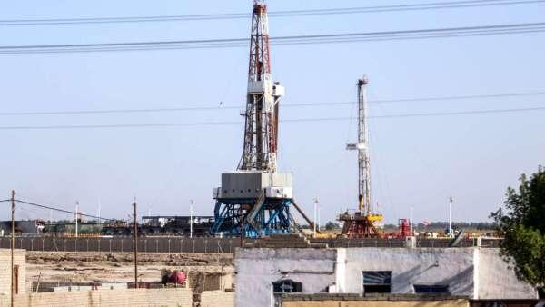 鎖國傷需求 印度原油需求重挫七成 (圖:AFP)