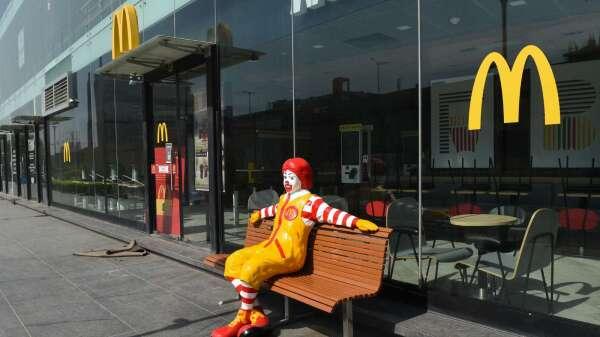 麥當勞3月全球同店銷售重挫22% 撤回2020年度財測(圖片:AFP)