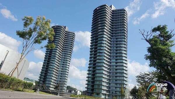新北小坪頂豪宅頂樓戶近期有成交紀錄。(鉅亨網記者張欽發攝)
