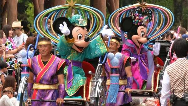 要到東京迪士尼、大阪環球影城再等等!最快5月中旬開園 (圖片:AFP)