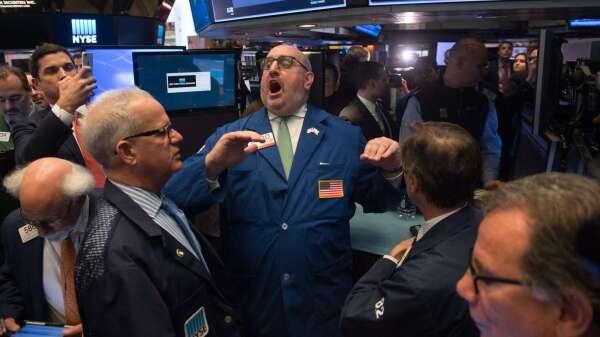 債券開始反攻,該買還該賣?(圖:AFP)