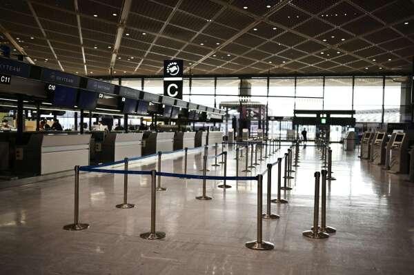 空蕩蕩的成田國際機場航站 (圖片:AFP)