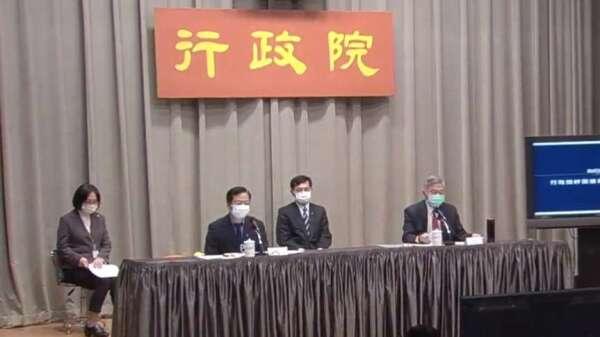 行政院政務委員龔明鑫(前排左)、經濟部長沈榮津(前排右)。(圖:擷取自行政院)