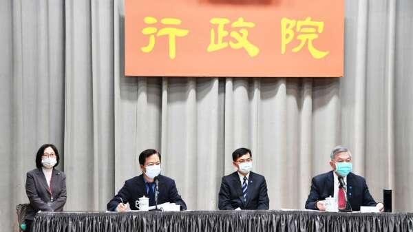 政務委員龔明鑫(前排左)、經濟部長沈榮津(前排右)。(圖:行政院提供)