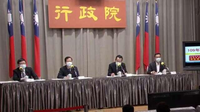 行政院政務委員龔明鑫 (左 2)、勞動部次長林明裕 (右 1)。(圖:擷取自行政院)