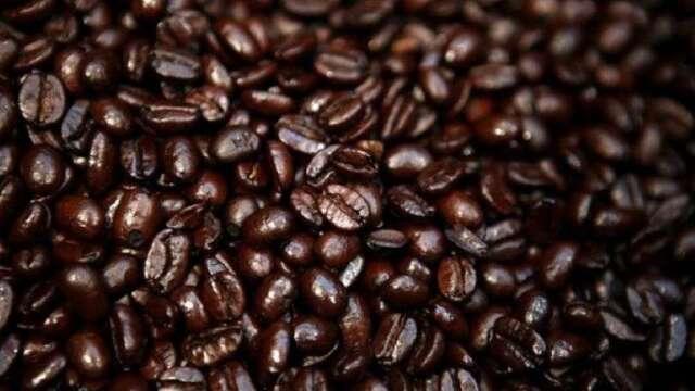 居家防疫食物囤積需求升 咖啡豆期貨價格飆漲(圖:AFP)