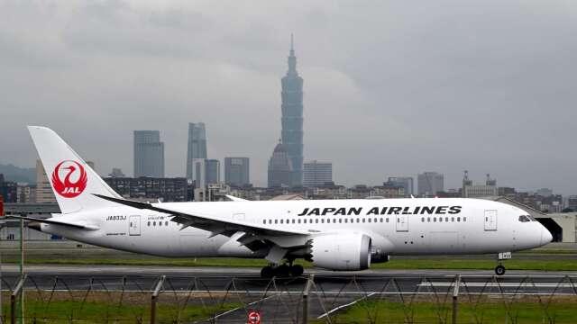 日經:日航上季營損估計達200億日圓水準 (圖片:AFP)