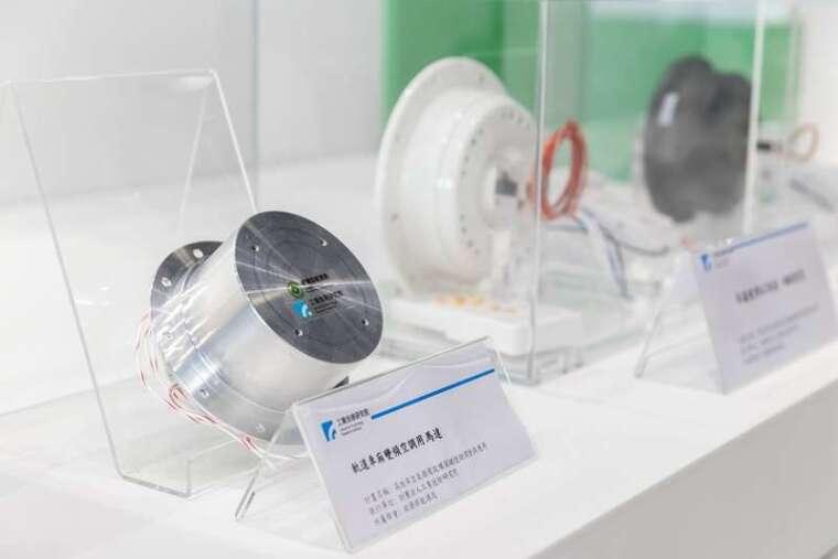 漢鐘精機與工研院合作開發「新世代 DC 臥式電動變頻渦卷壓縮機」,將搶占高鐵、捷運、臺鐵之軌道車廂及電動巴士等變頻空調市場。