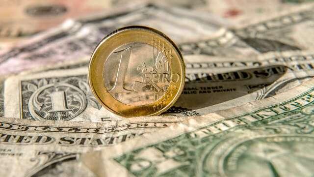 投機者看多歐元、石油意願升溫 連4週增美元多單(圖:AFP)