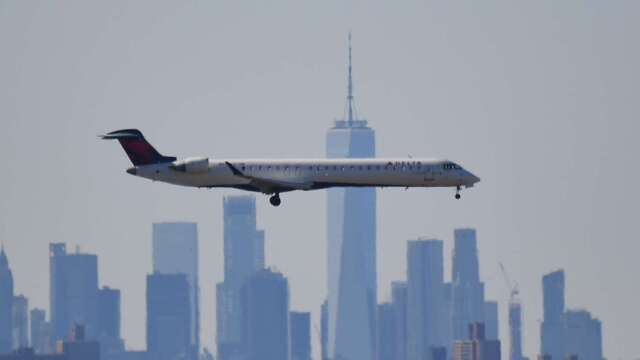 上週美航空業日均乘客暴跌96%!市場估將裁員逾10萬人 (圖片:AFP)