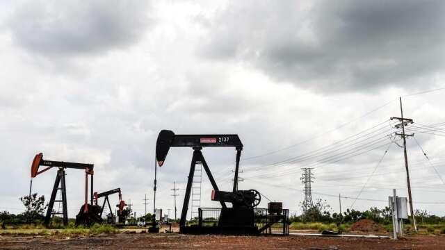 高盛:油價瘋狂走勢可能延續到5月中旬 (圖:AFP)