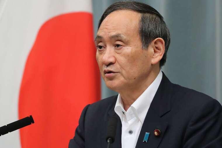 日本官房長官菅義偉否認日本與 IOC 有在追加費用上達成共識 (圖片:AFP)