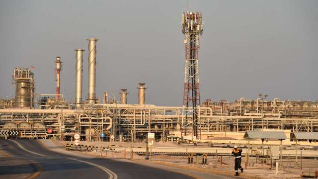 WTI原油期貨盤中一度跳漲30% 重返15美元關卡 (圖:AFP)