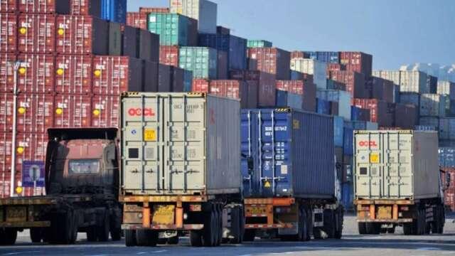 中國出口動能是否回溫,關鍵在於歐美訂單何時重啟。(圖:AFP)