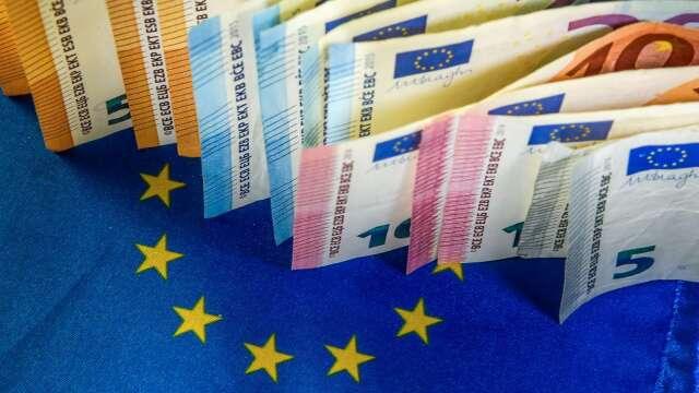 〈紐約匯市〉美元創4月來最大單週漲幅 歐盟紓困措施存歧見 歐元先跌後漲(圖片:AFP)