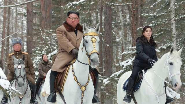 北韓官媒曝金正恩最新動態 文在寅顧問指金身體健康 (圖片:AFP)