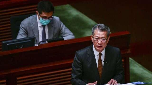 陳茂波:疫情影響較預期更嚴重 香港經濟今年料下滑4-7%(圖:AFP)