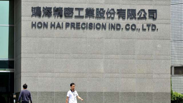 投審會通過 鴻海斥30億元布局遊戲機、血糖機產線。(圖:AFP)
