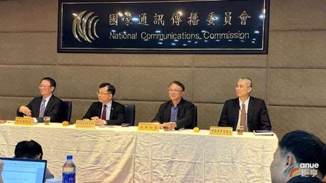行政院提名陳耀祥 (左2) 任國家通訊傳播委員會 (NCC) 主委。(鉅亨網資料照)
