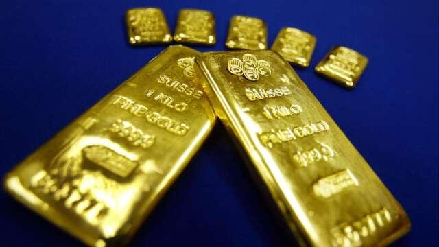 〈貴金屬盤後〉黃金震盪下跌 本月仍有6%漲幅(圖片:AFP)
