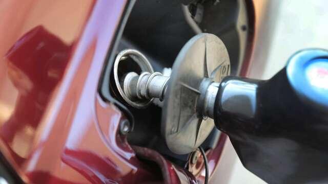 油價要漲了!中油明起汽、柴油各漲0.1及0.2元。(圖:AFP)