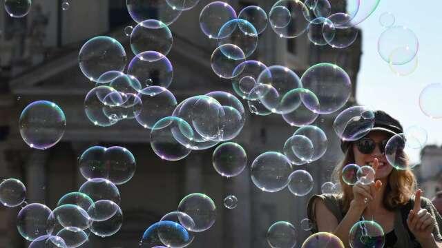 2000年網路泡沫重現!分析師:美股將再下跌40%。(圖片:AFP)