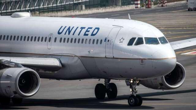 航空業壞消息不斷 聯合航空傳10月大裁3成機師、白領 股價大跌 (圖片:AFP)