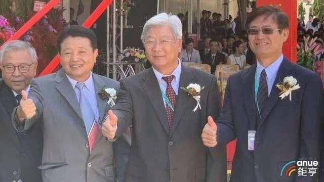 力成董事長蔡篤恭(右二)、總經理洪嘉鍮(左二)。(鉅亨網資料照)