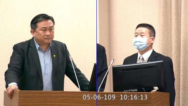 民進黨立委王定宇(左)、國防部通資參謀次長曹進平(右)。(圖:擷自立法院隨選視訊)