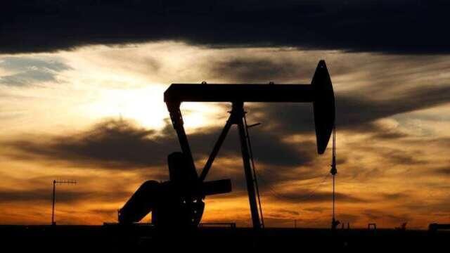 6月原油期貨估震盪劇烈 觀察兩重點謹慎布局油價財。(圖:AFP)