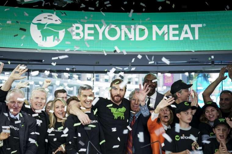 素肉企業「超越肉類」週三股價飆漲。(圖片:AFP)