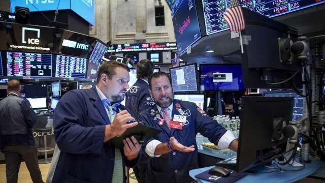 非農數據創二戰後最慘 為何週五美股卻頭也不回走高?(圖片:AFP)