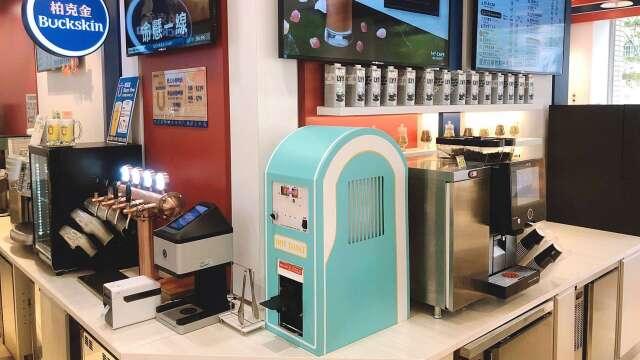 7-ELEVEN領先市場打造出具有專利的自動化熱壓吐司機。(圖:統一超提供)