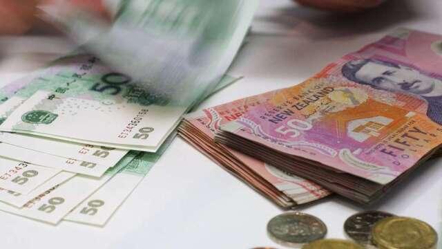 紐西蘭央行維持利率0.25%不變 擴大購債規模至600億紐幣(圖:AFP)