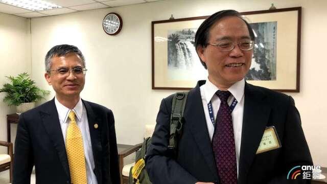 左為中華電總經理郭水義,右為董事長謝繼茂。(鉅亨網資料照)