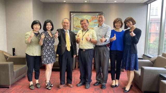 經濟部投資處長張銘斌(左3)、禾伸堂企業副總經理葉輝邦(左4)。(圖:經濟部提供)