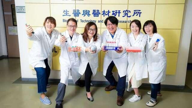 「仿生多突狀磁珠製備技術」能擴大接觸抗體的面積,可望成為下世代免疫細胞療法新利器。(圖:工業技術資訊月刊提供)