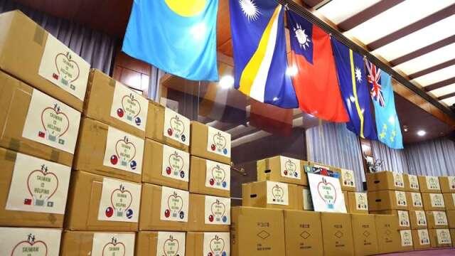 在口罩國家隊支援下,臺灣口罩產能大增。我外交部援贈醫療口罩共8萬片給帛琉、馬紹爾、諾魯、吐瓦魯等4個太平洋友邦。(圖:工業技術資訊月刊)