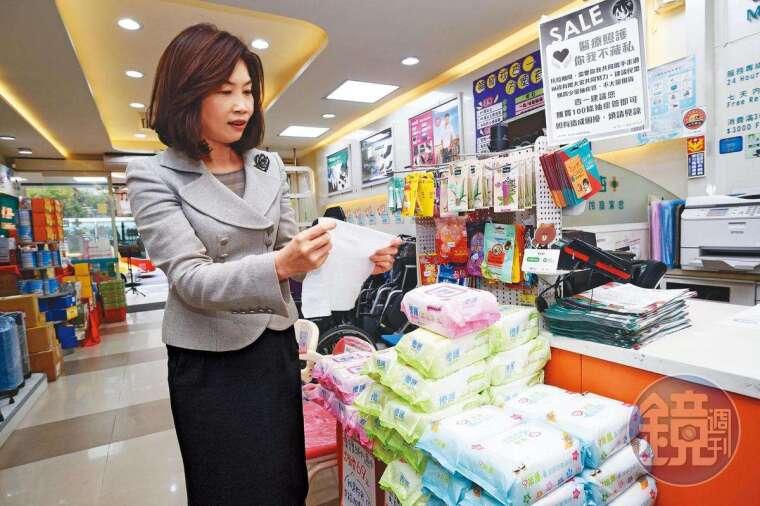 杏一自有品牌優護濕紙巾比一般市售面積大一倍,不必多抽就夠用,銷售量全台第一。(80元/包)