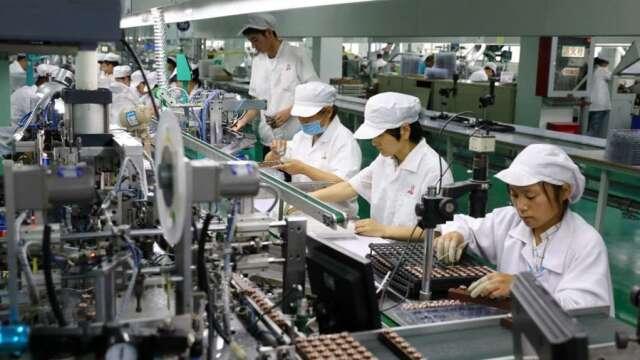 台灣Q1製造業產值連5季衰退,半導體、網通產品逆勢成長。(圖:AFP)