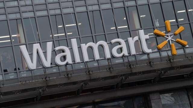 恐慌性購買推升銷售額 沃爾瑪Q1營收優於預期(圖片:AFP)