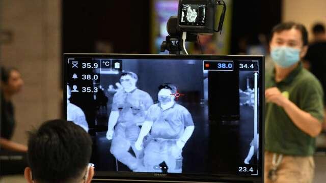 商務人士來台擬鬆綁 居家檢疫縮至5-10天後自費篩檢。(圖:AFP)