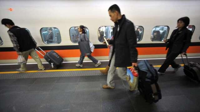 端午連假將至 交通部:雙鐵站票自由座仍未解禁。(圖:AFP)