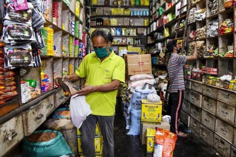 印度零售仍以小雜貨店為主 (圖: AFP)