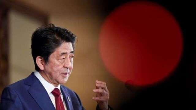 日經:安倍政府將推出逾100兆日圓的新冠病毒救助計劃 (圖片:AFP)