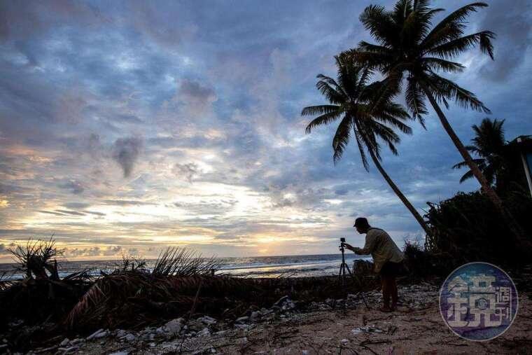 吐瓦魯日出,這兒是世界上最早日出的國家之一。